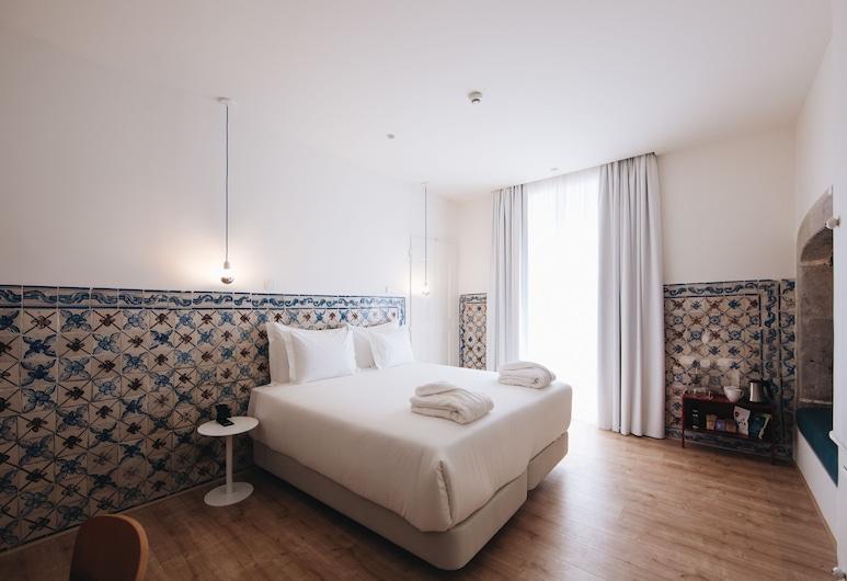Esqina Cosmopolitan Lodge, Lisabon, Pokoj Deluxe s dvojlůžkem nebo dvěma jednolůžky, Pokoj