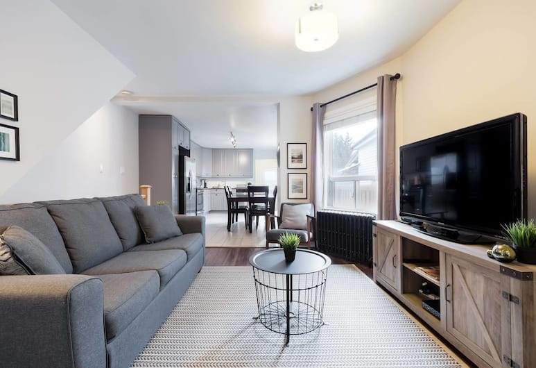 Elegantly Appointed Detached House in the Central City, Toronto
