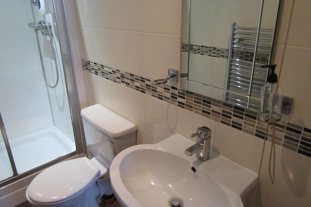 Double or Twin Room, Multiple Beds, Non Smoking - Bathroom