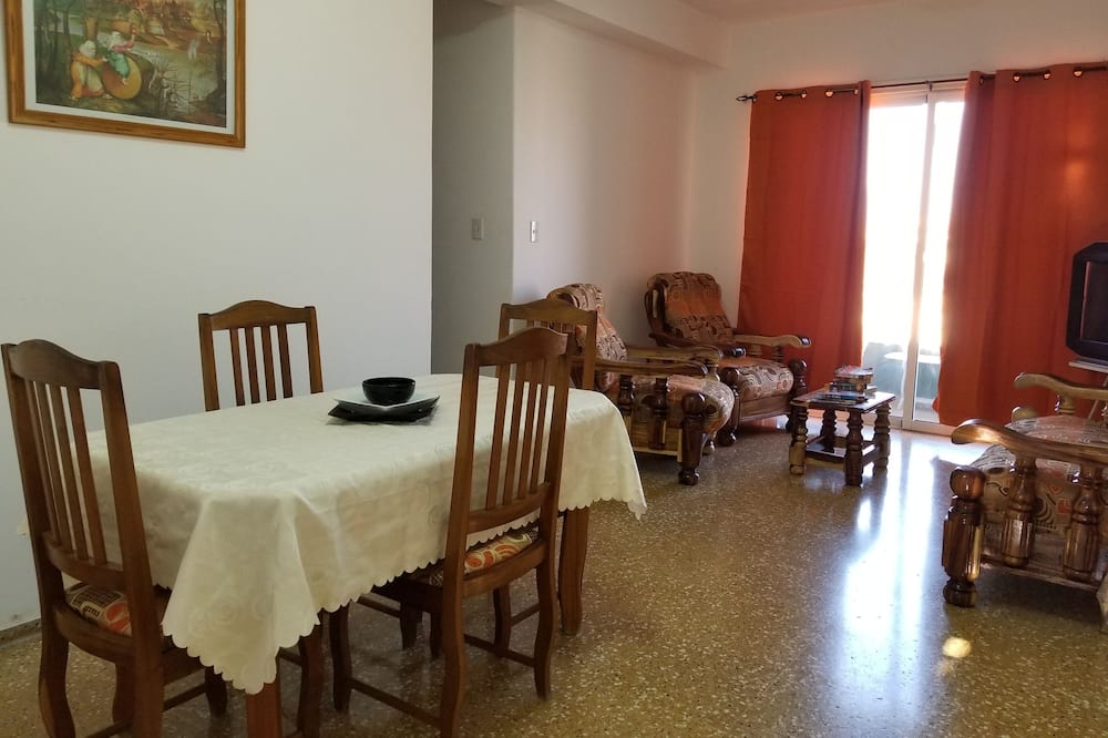 패밀리 아파트, 침대(여러 개), 장애인 지원, 부분 바다 전망 - 거실 공간