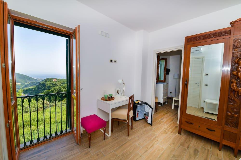 Deluxe Suite, Balcony, Sea View - Living Area