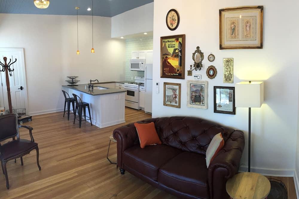 Lizzie Suite - Living Area