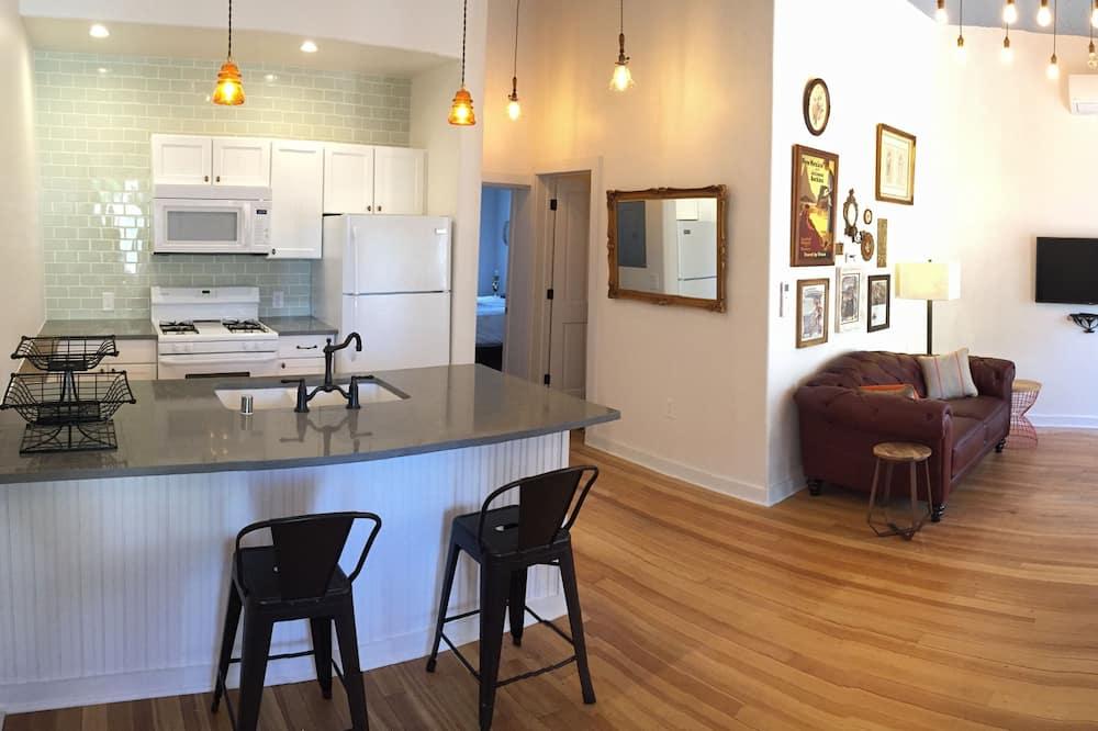 Lizzie Suite - Living Room