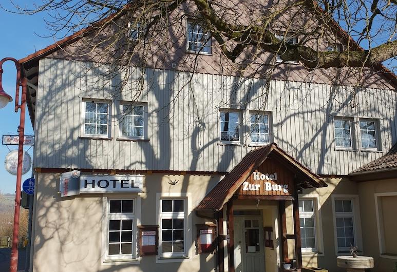 Hotel zur Burg, Polle, Hotellets front