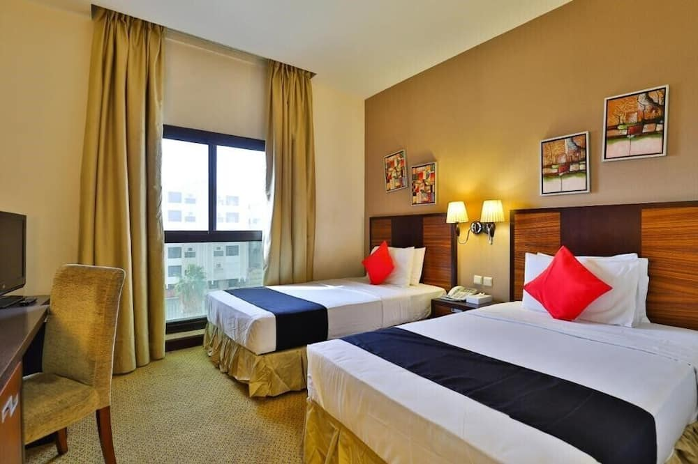 Deluxe Double Room, 1 Large Single Bed, Accessible, City View - Guest Room