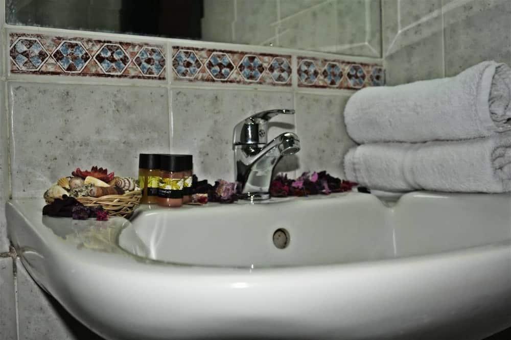 Habitación cuádruple - Lavabo en el baño