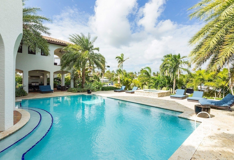 Huge Waterfront Villa Fits 20! One of a Kind! Pool, Miami