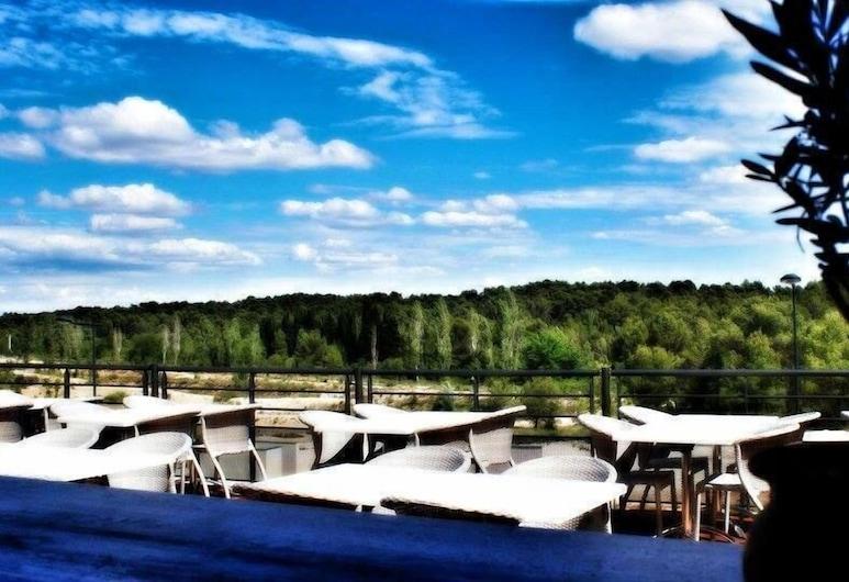 Les Terrasses de Bel Air, Vailhauques, Restoran na otvorenom