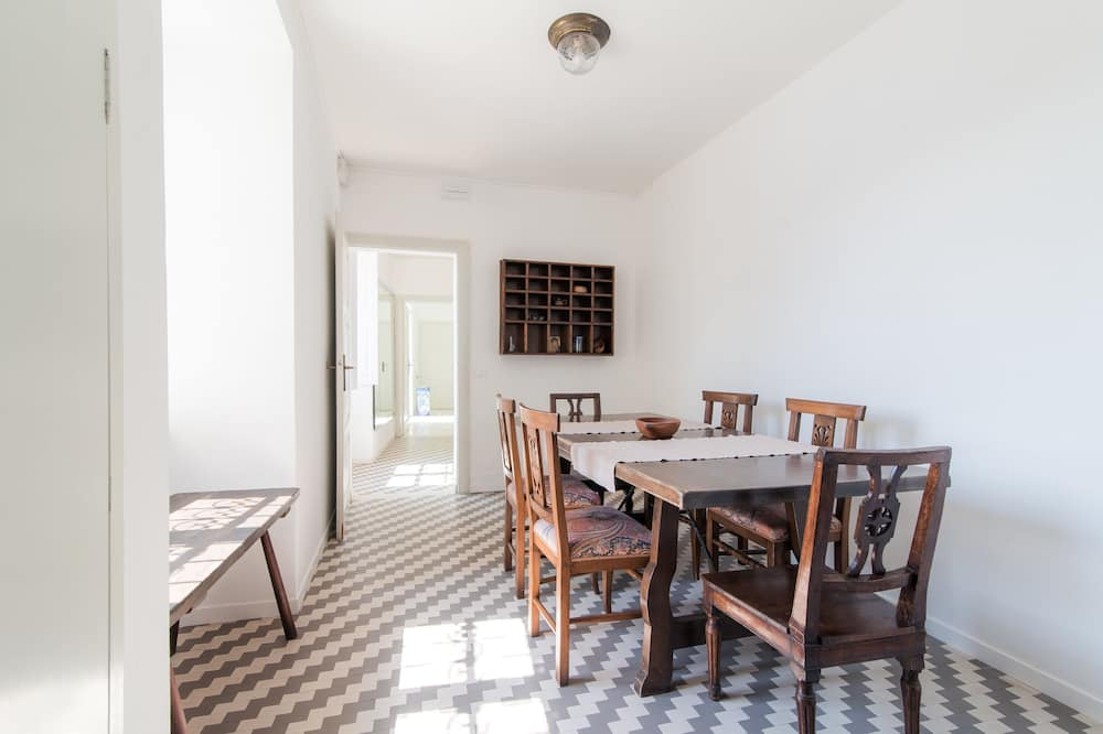 Villa, 5 Bedrooms, Lake View - In-Room Dining