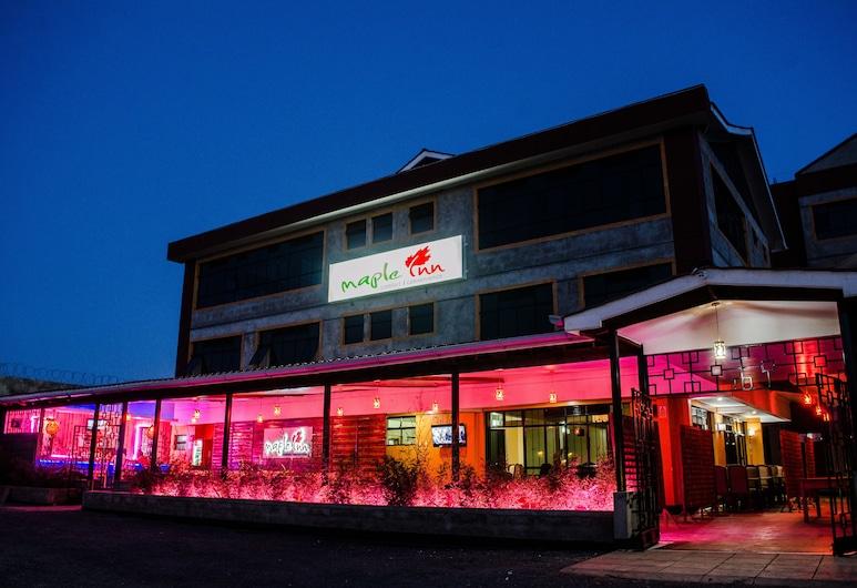 Maple Inn, Руиру, Фасад отеля вечером/ночью
