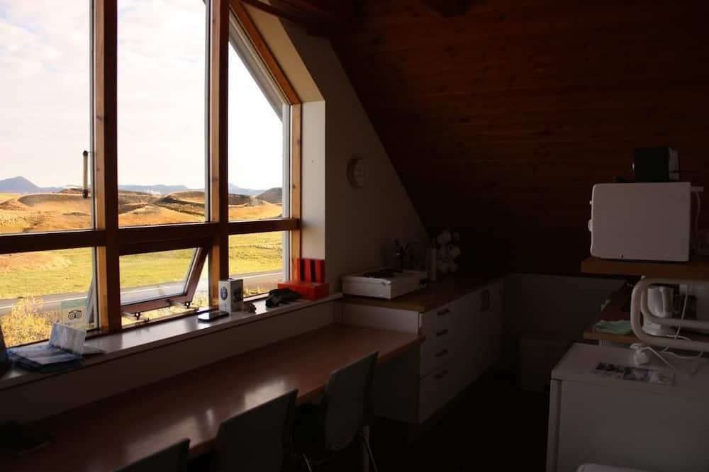 Trivietis kambarys, bendras vonios kambarys - Svečių kambarys