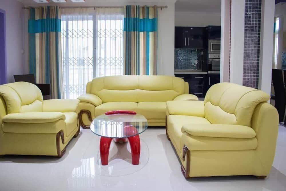 Apartment, 2 Bedrooms (A) - Living Room
