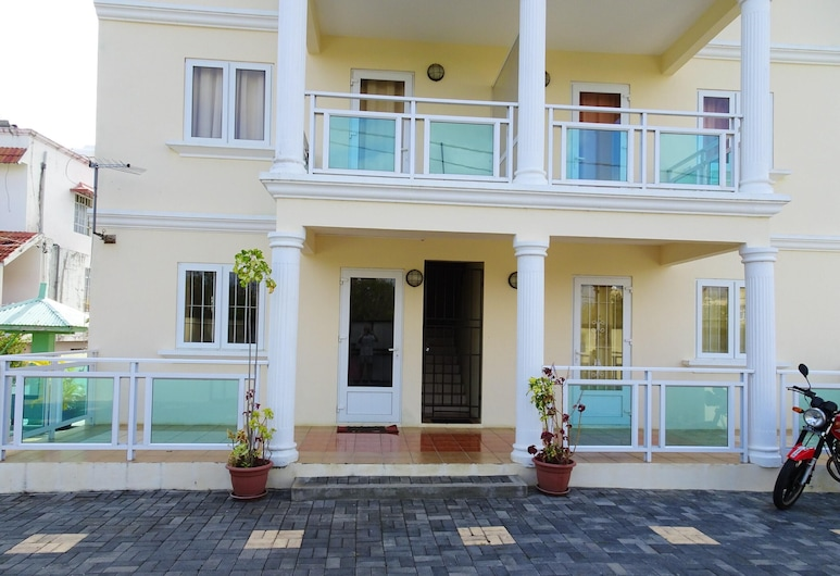 Apartment With 2 Bedrooms in Pereybere, With Shared Pool and Enclosed Garden - 500 m From the Beach, Grand-Baie