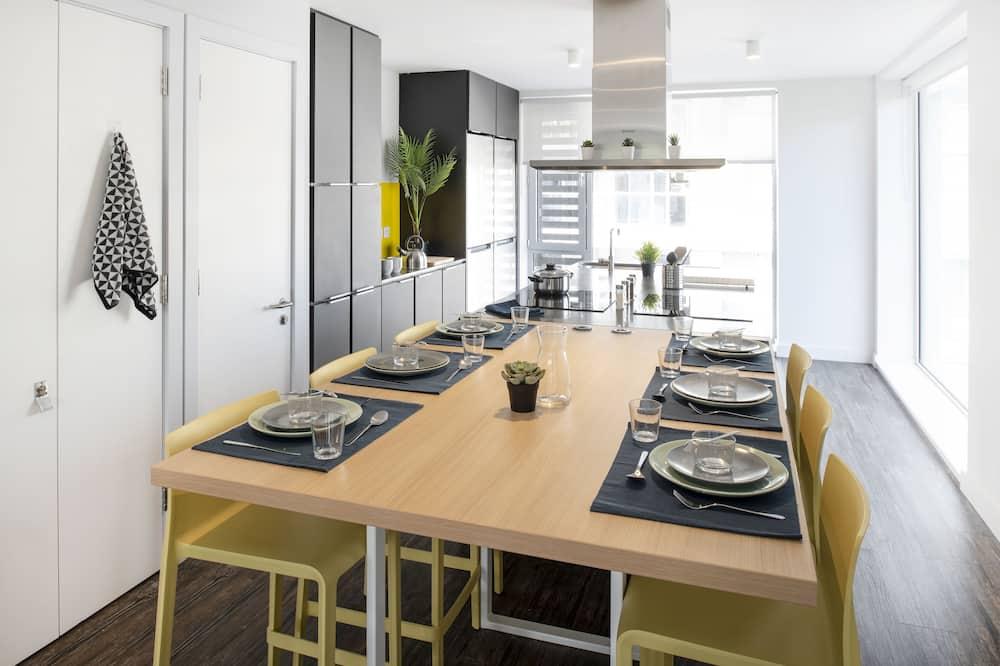 דירה דה-לוקס, 6 חדרי שינה - מטבח משותף
