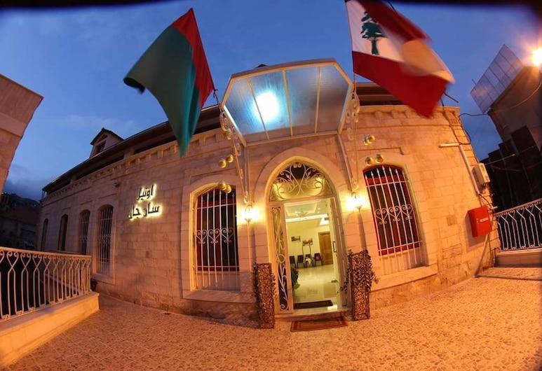 Hôtel Saint Jean Zahle, Zahle, Hotelfassade am Abend/bei Nacht