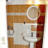 Basic-værelse - 1 dobbeltseng - ikke-ryger - udsigt til gårdsplads - Badeværelse