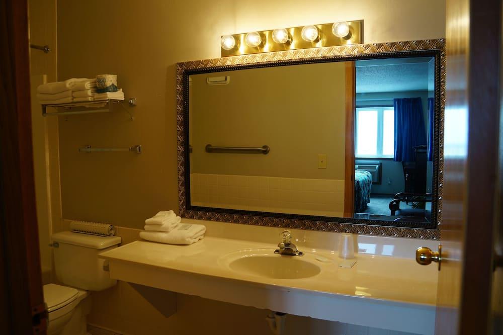 Стандартний номер-люкс, 1 спальня, для некурців (Suite 1 - 215) - Ванна кімната