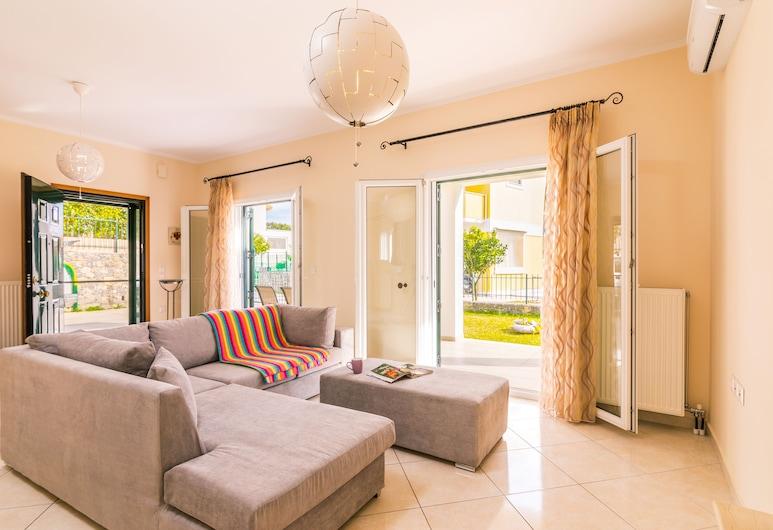 Private Maisonette near Corfu Town By Konnect, Korfu, Villa, Oturma Alanı