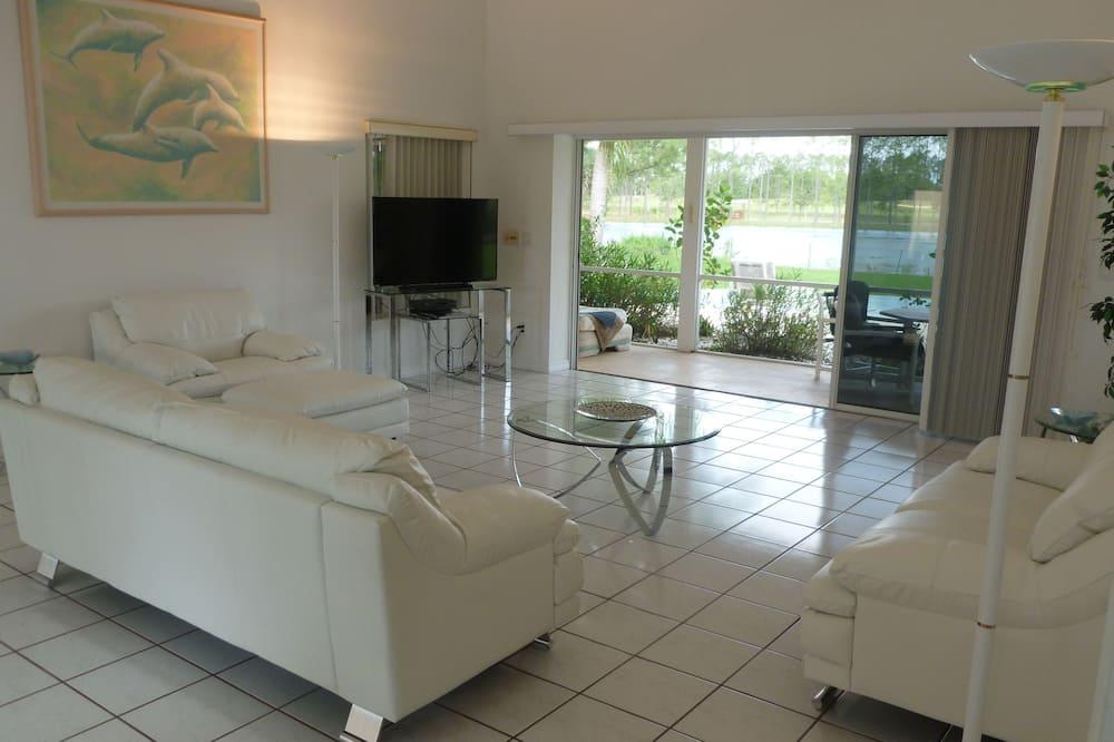 Panoramic Villa, Multiple Beds, Non Smoking, Lake View - Living Area