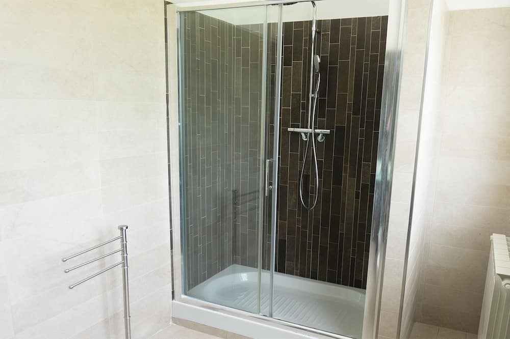 Номер «Делюкс», суміжна ванна кімната, з видом на море - Душ