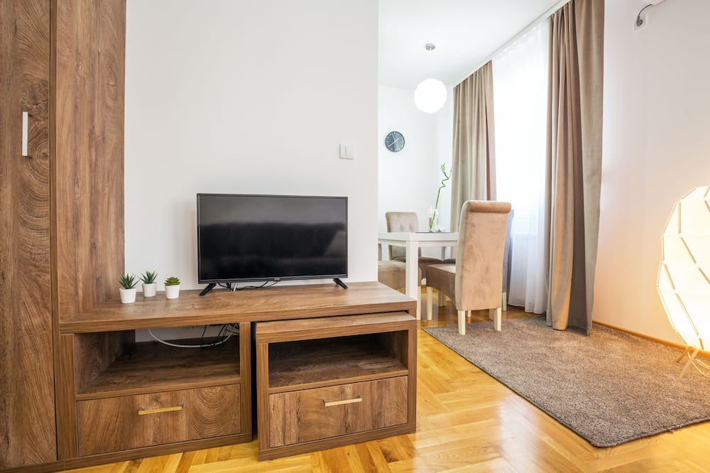 Apartment, 1 Queen Bed with Sofa bed, Non Smoking, Balcony - Living Area