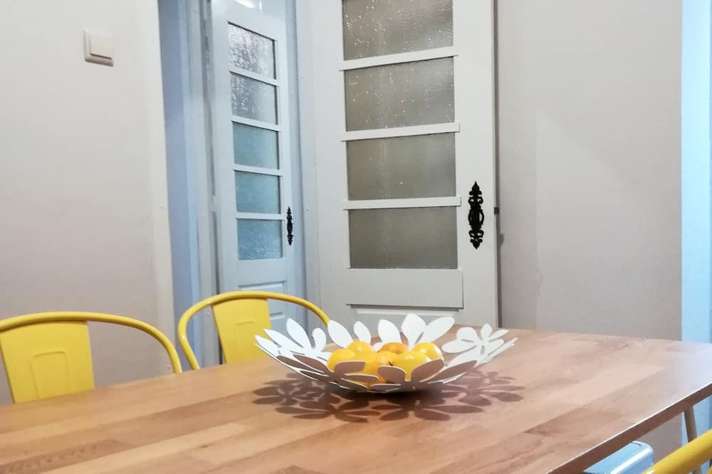 Apartment, 3 Bedrooms, Garden View - In-Room Dining