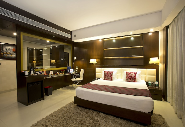 Kings Forth Hotels, New Delhi, Junior Suite, 1 King Bed, Smoking, City View, Guest Room
