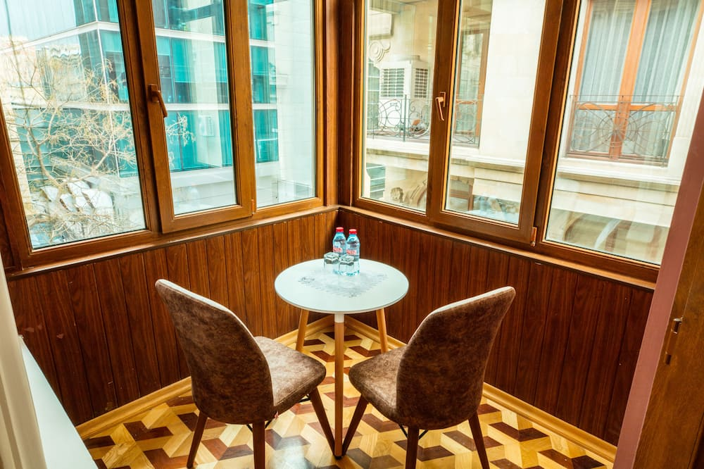 Deluxe Double Room, 1 King Bed, City View - Balcony