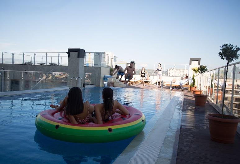 リファレント ホテル & スパ, トビリシ, 屋上プール