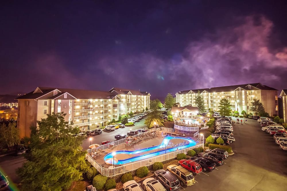 Apartamento em Condomínio Fechado, várias camas (Whispering Pines 441) - Vista para o resort