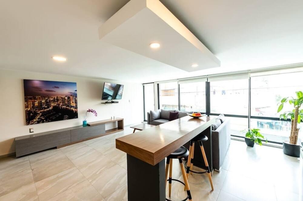 ベーシック アパートメント クイーンベッド 1 台 - リビング エリア