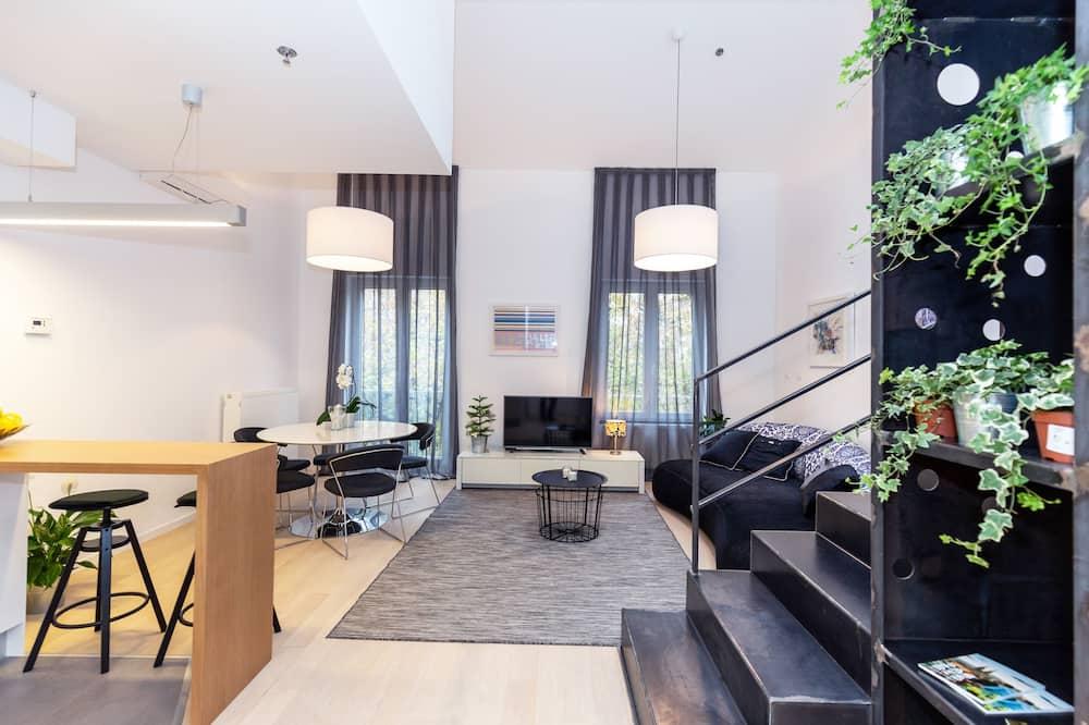 Deluxe Loft, 2 Bedrooms, 2 Bathrooms - Living Area
