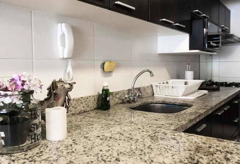 Cozy apartment in beautiful location w/ pool, לימה, דירה, 2 חדרי שינה, מטבח פרטי