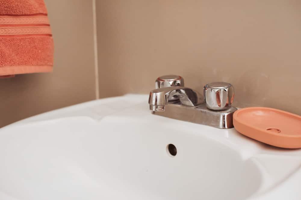 Apartment, 1 Queen Bed, Non Smoking - Bathroom Sink