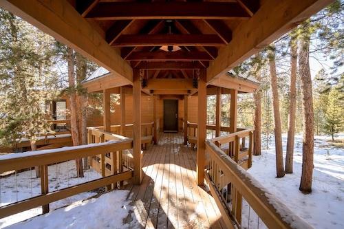 中庭港冬季公園小屋飯店