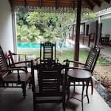Habitación doble, 1 cama King size, con acceso para silla de ruedas, vista a la piscina - Vista al balcón
