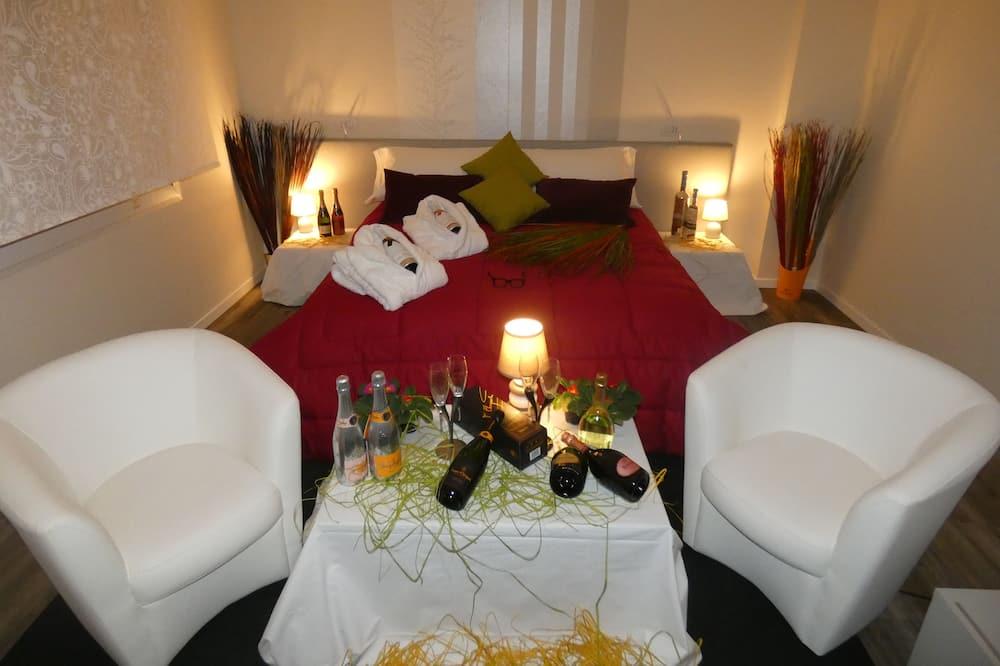 Romantic Suite - Guest Room