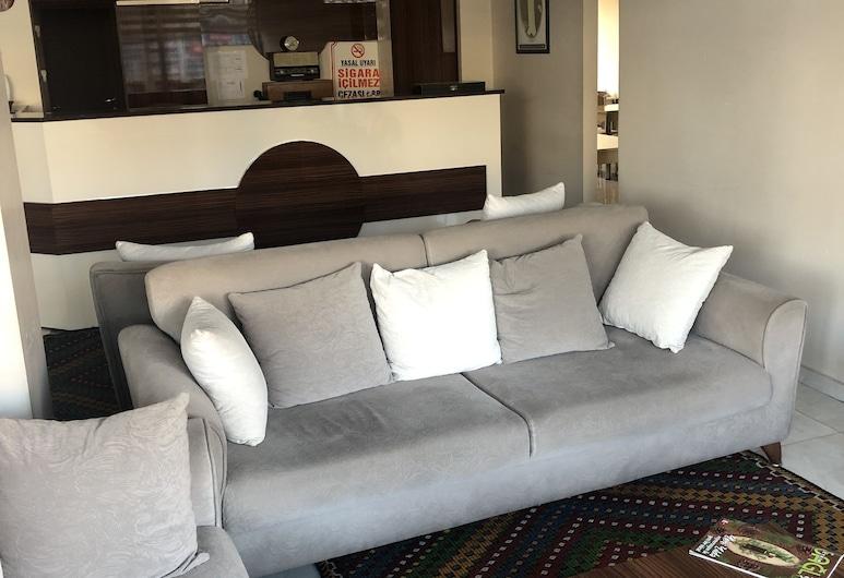 Banaz Eren Otel, Banaz, Economy Room, 3 Twin Beds, Non Smoking, City View, Living Area