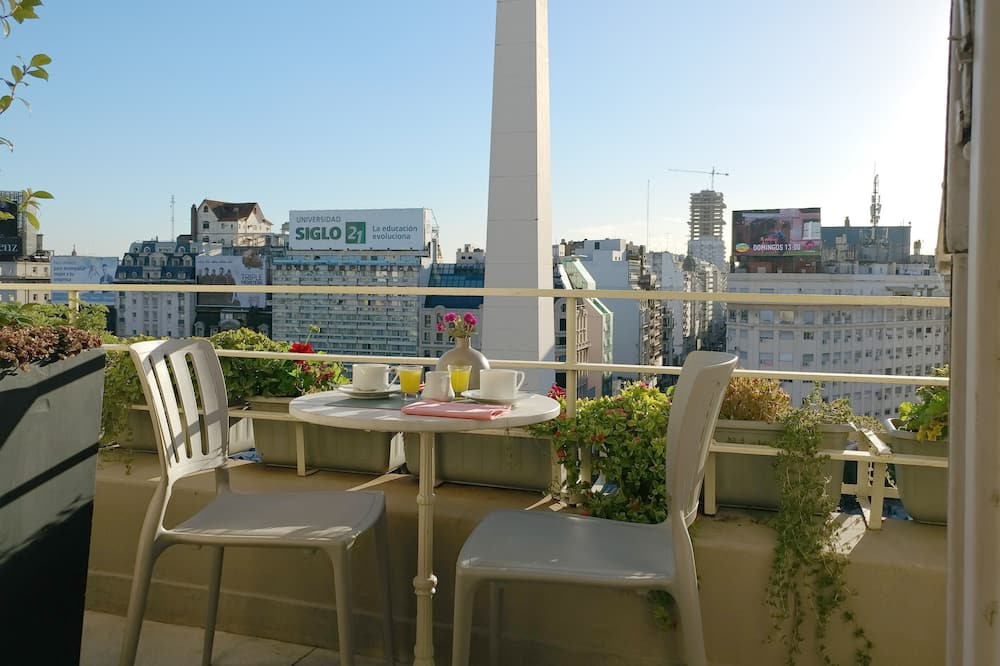 PENTHOUSE with terrace at the Obelisk, incredible open view, modern & chic, Buenos Aires