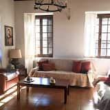 Traditional House, 3 Bedrooms - Living Area