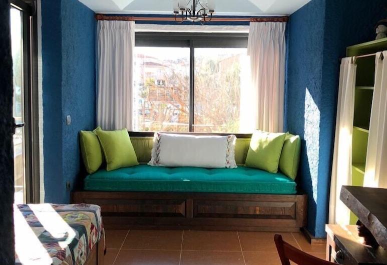 阿拉恰特套房酒店, 切什米, 奢華三人房, 花園景, 入口