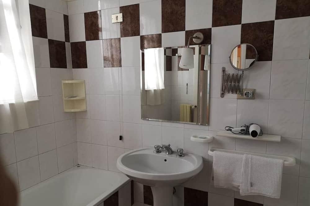 Habitación triple - Cuarto de baño
