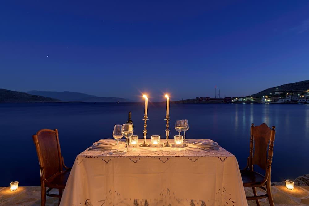 Villa Prestigio, vista al mar - Servicio de comidas en la habitación