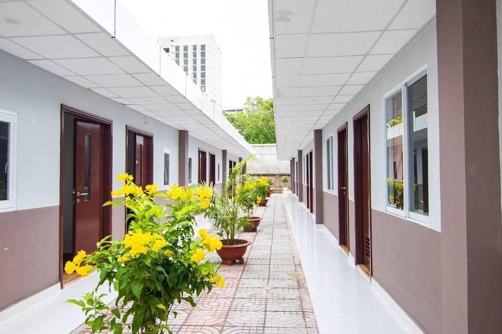 基本四人房 - 庭園景