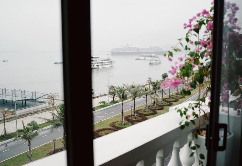 The Confetti Hotel, Ha Long, Luxury Suite, 1 Queen Bed, Bay View, Terrace/Patio