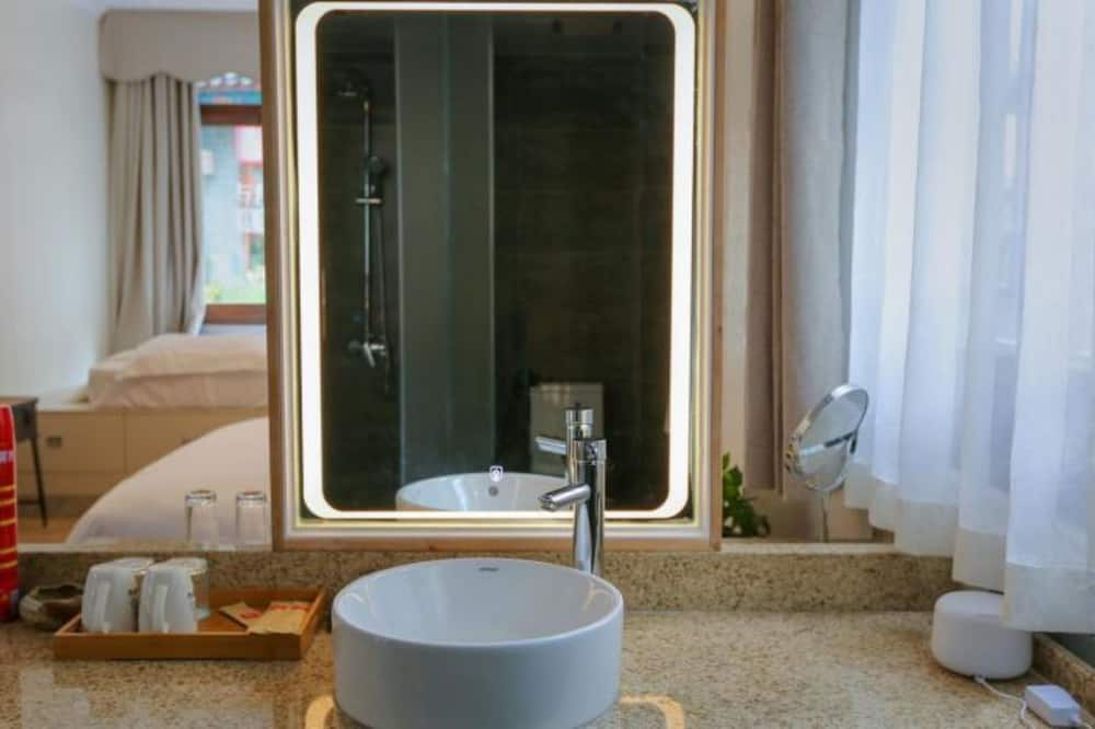 Romantic Double Room (Mainland Chinese Citizen Only) - Bathroom