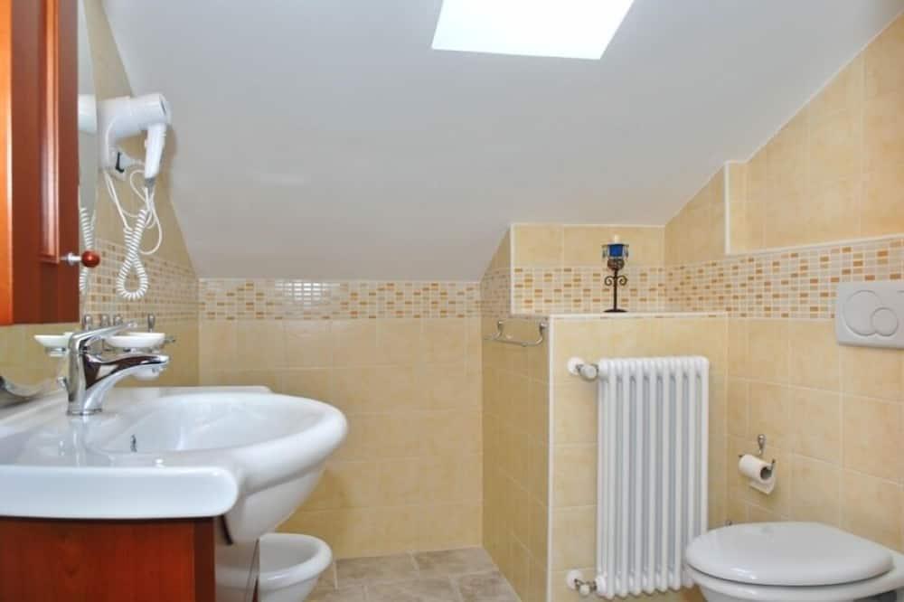 Апартаменты, 1 спальня, терраса, вид на сад - Ванная комната