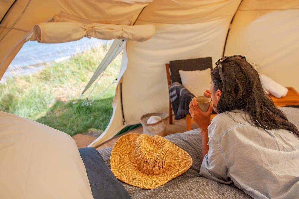 Tält Design - 1 queensize-säng - delat badrum - utsikt mot stranden - Vardagsrum