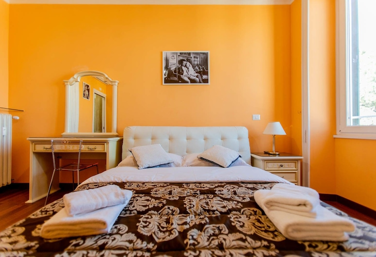 Flower Guesthouse , Rome, Luxury Double Room, Guest Room