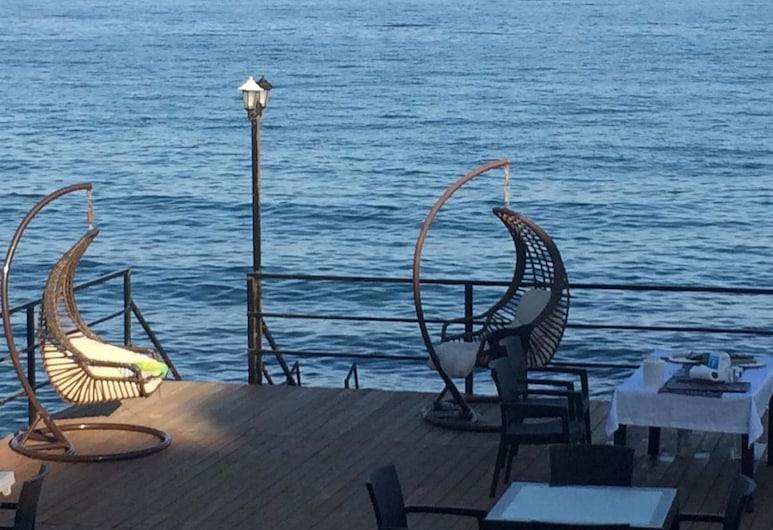 Hotel Can, Erdemli, Restaurante al aire libre